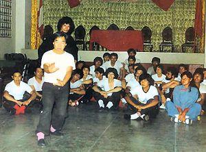 Sifu Fausto Wong demonstrerar med Sifu Adolfo ...